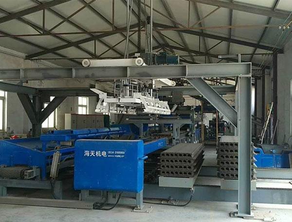 上海路章HQJD全自动挤压轻质墙板生产线生产现场